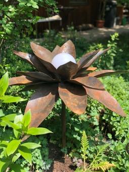 Blume aus Metall